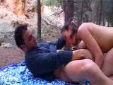 Couple amateur en pleine baise nature